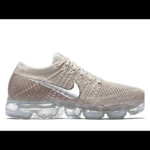 Nike VaporMax Flyknit tennis shoes